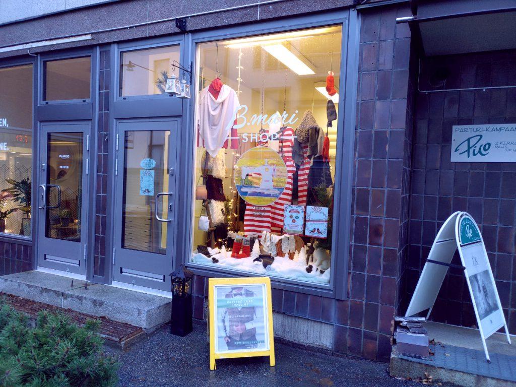 B.mari shopin joulunäyteikkuna
